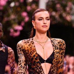 El radiante maquillaje de Irina Shayk para Versace
