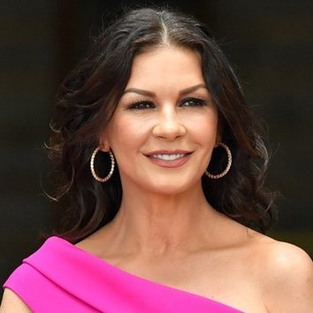 Catherine Zeta-Jones deslumbra con su belleza natural