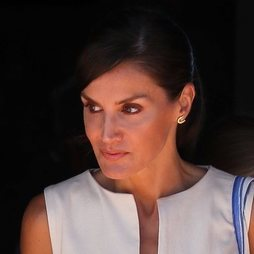 Doña Letizia concluye su visita en Mallorca con un maquillaje natural
