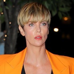 El bowl-cut de Charlize Theron