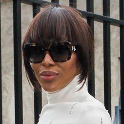 La nueva peluca corte bob de Naomi Campbell
