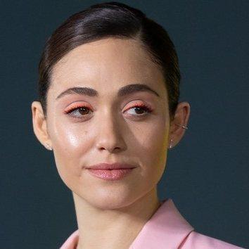 El eyeliner neon de Emmy Rossum