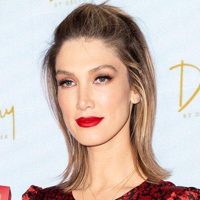 Delta Goodrem demuestra que el labial rojo nunca pasa de moda