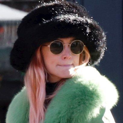Ashlee Simpson y su pelo color rosa para la nieve