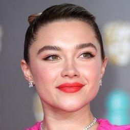Florence Pugh acierta con su make up de estilo retro