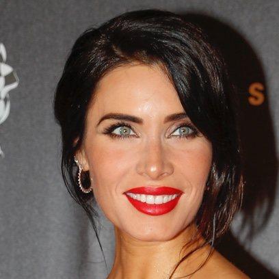 Pilar Rubio destaca con un labial rojo pasión