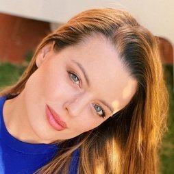 El beauty look de Adriana Torrebejano para tomar aire en el jardín