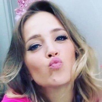 Luisana Lopilatano, todo al rosa