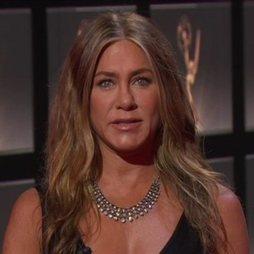 La melena surfera de Jennifer Aniston