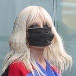 El profundo smokey eyes de Donatella Versace