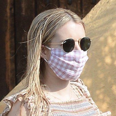 Emma Roberts, recién salida de la ducha
