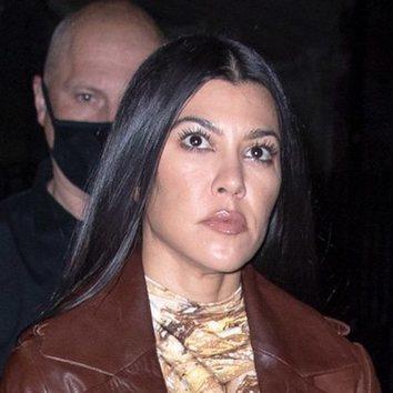 Kourtney Kardashian se echa años encima