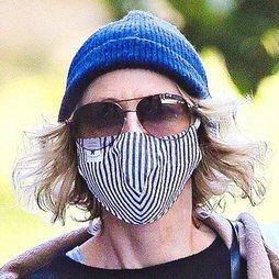 Naomi Watts, gorro para no peinarse