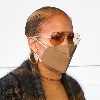 Jennifer Lopez se pasa estirando su moño