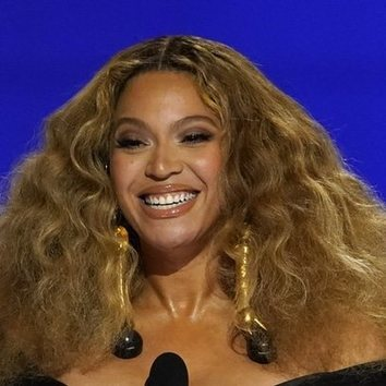 La melena frizz de Beyoncé para los Grammy 2021